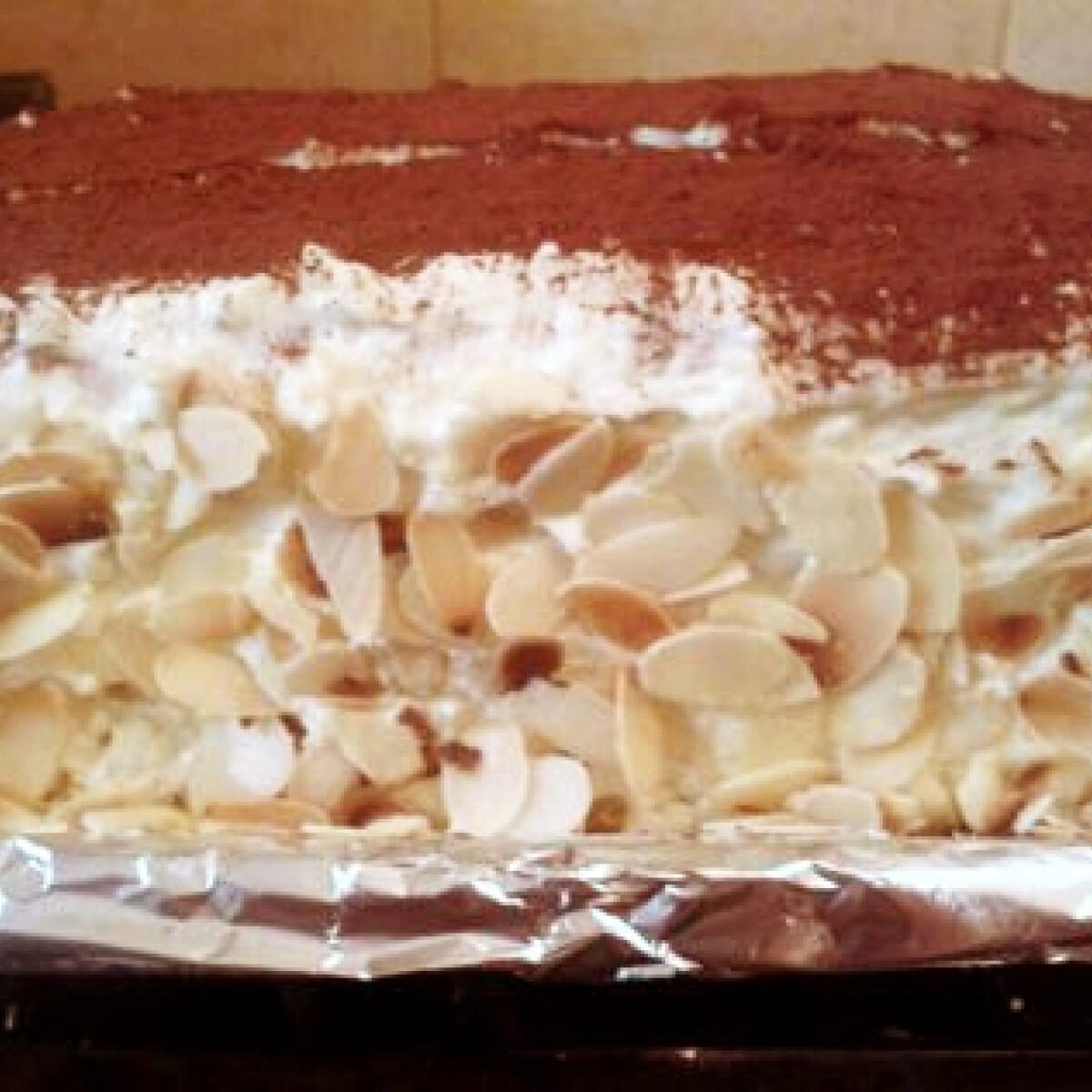 Ezen a képen: Tojáslikőrös-pudingos torta