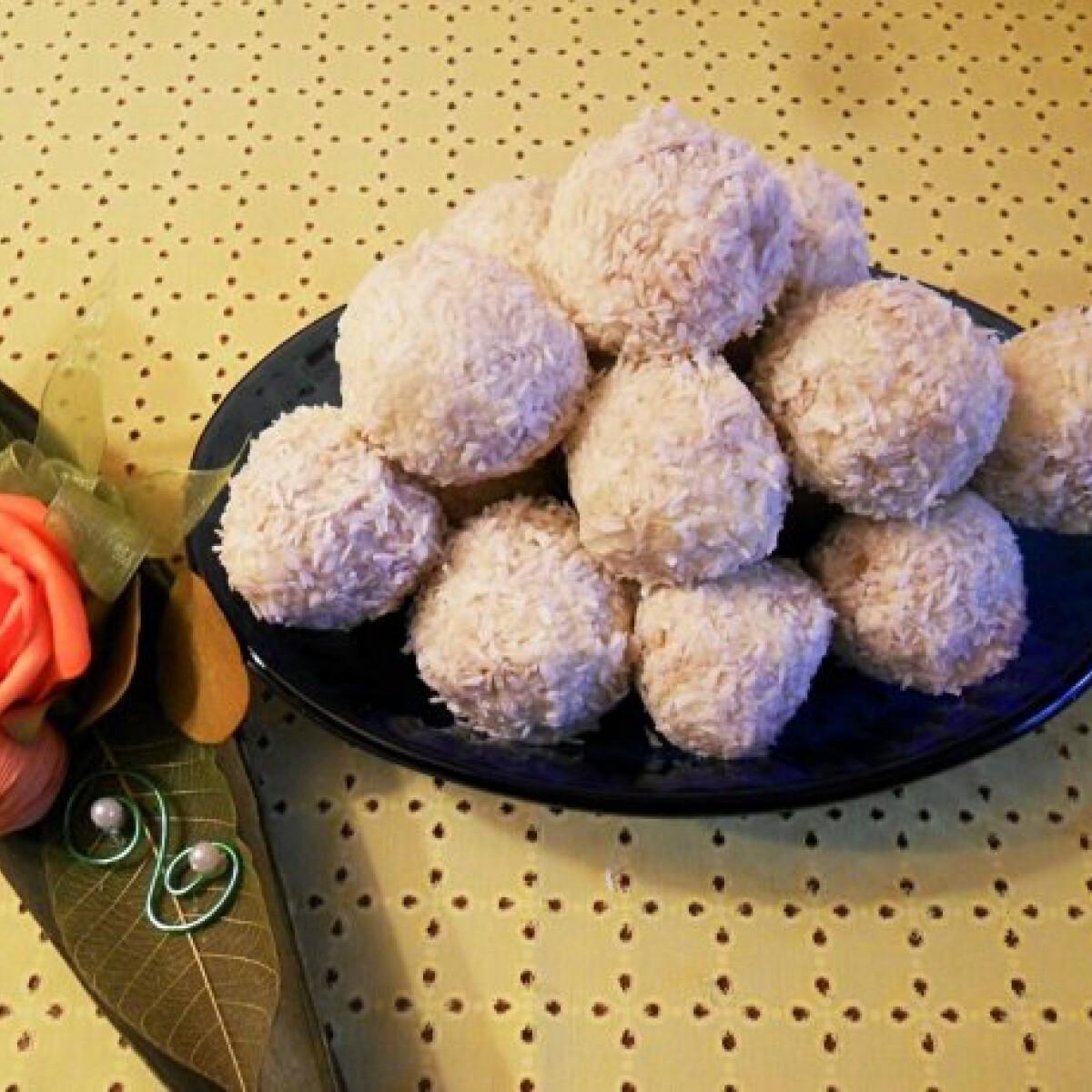 Ezen a képen: Fehér csokoládés kókuszgolyók