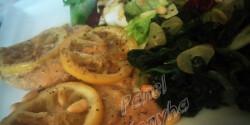 Citromos csirke fokhagymás spenóttal, friss salátával