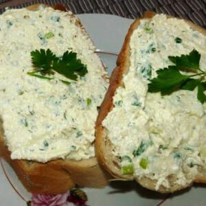 Zöldfűszeres túrókrém Sünike konyhájából