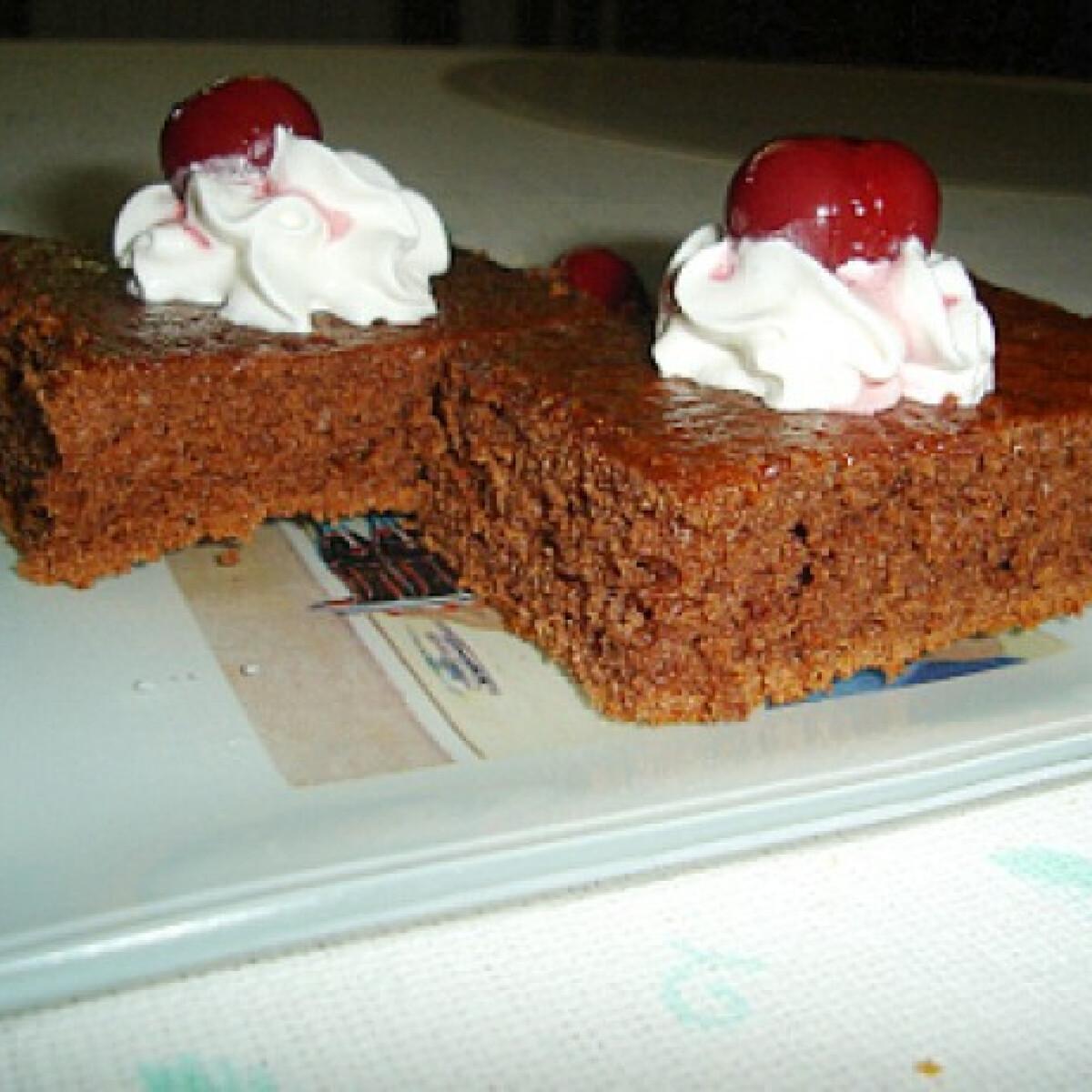 Ezen a képen: Kólás süti rumos meggyel
