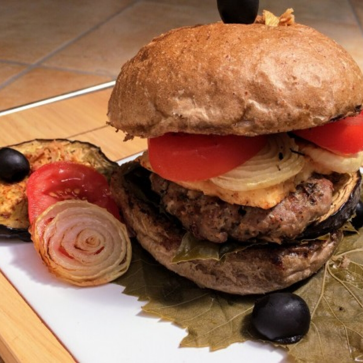 Ezen a képen: Mediterrán hamburger