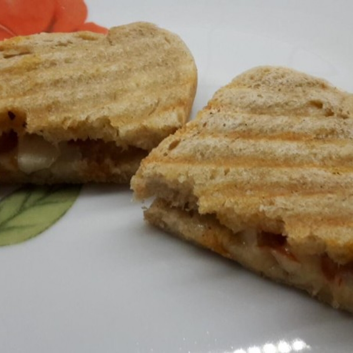 Ezen a képen: Szalonnás melegszendvics