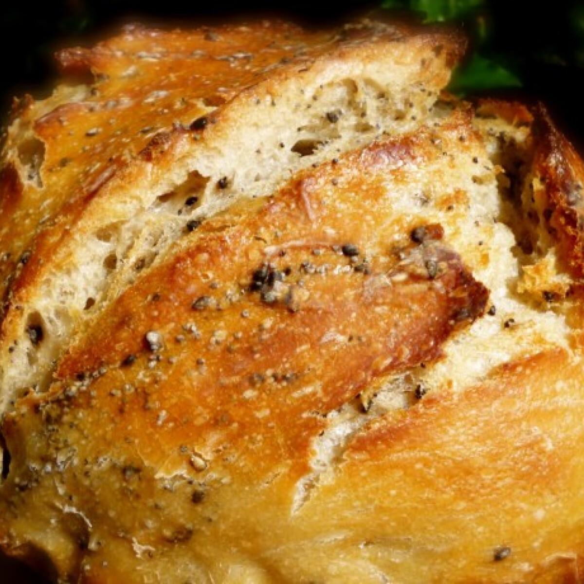 Ezen a képen: Vadkovászos DNK kenyér jénaiban sütve