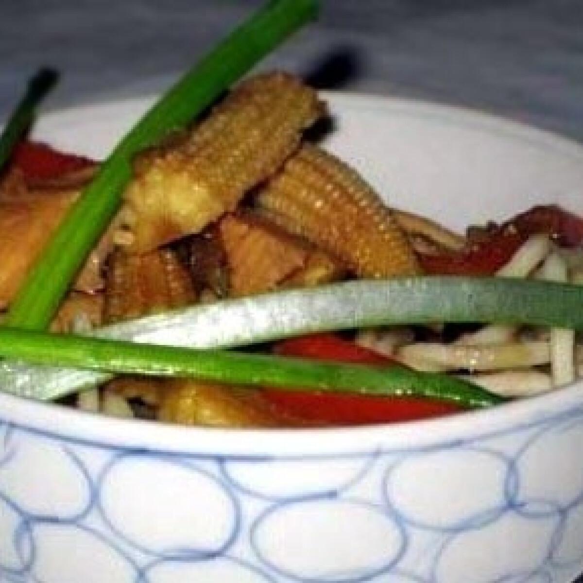Ezen a képen: Wokos csirke tésztával