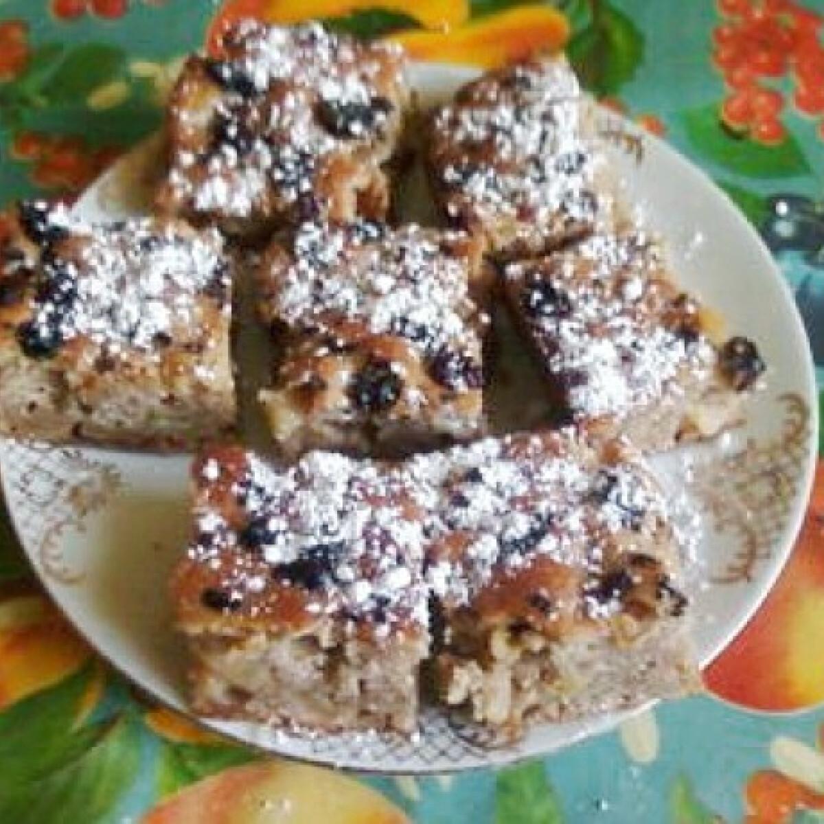 Ezen a képen: Almás sütemény ahogy Anyanyul készíti