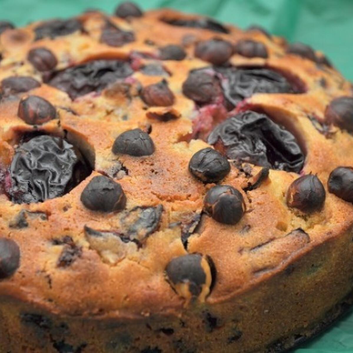 Szilvás süti mogyoróval és csokival