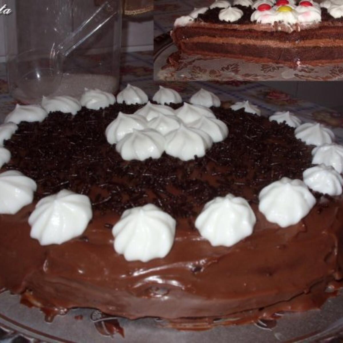 Ezen a képen: Csokikrémes-kávés torta