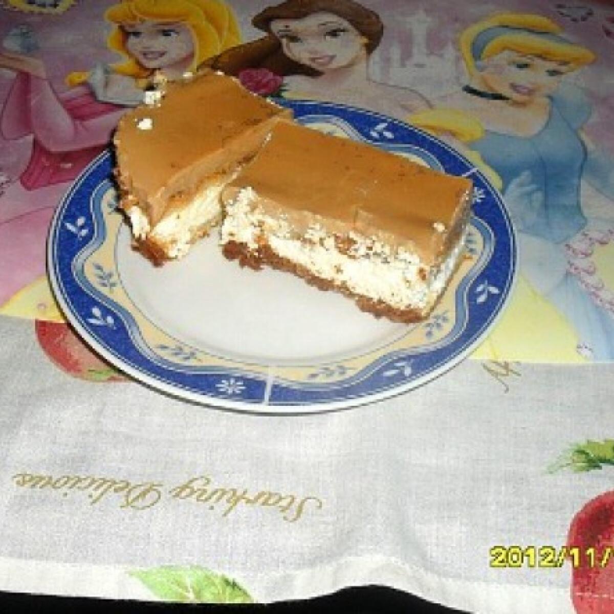 Ezen a képen: Túrós-karamellás szelet