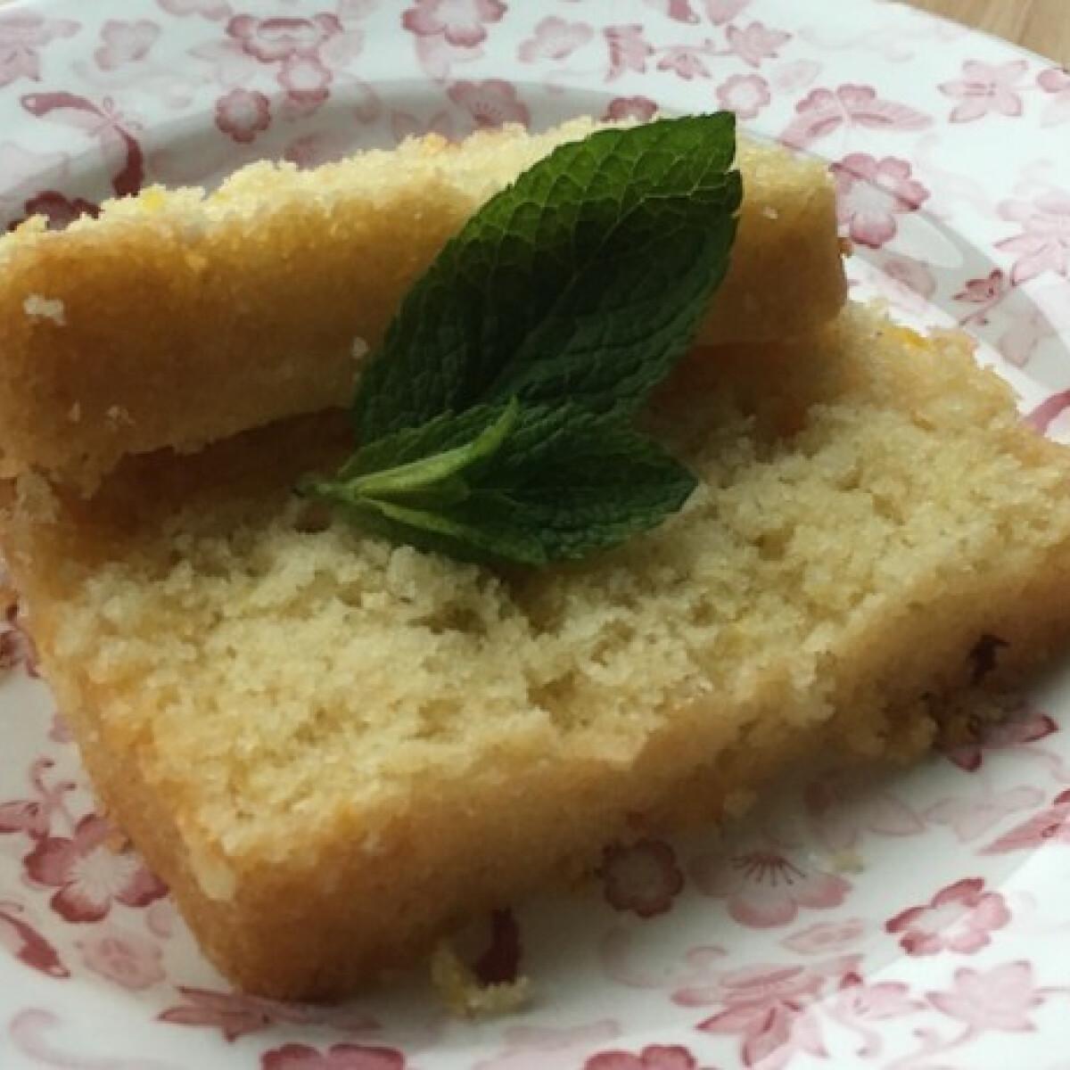 Ezen a képen: Citrom-limeszirupos süti
