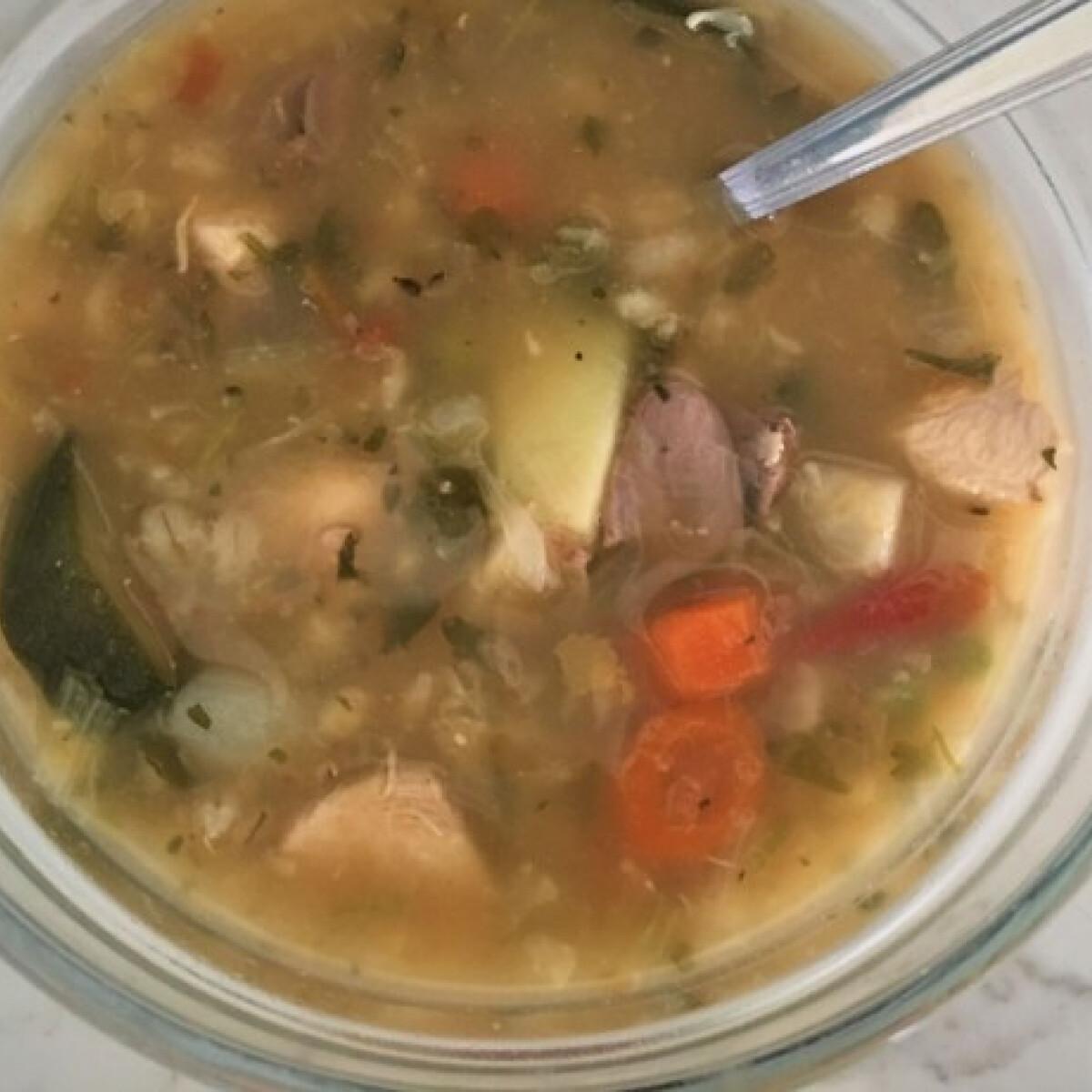 Ezen a képen: Olasz zöldségleves - Minestrone csirkehússal