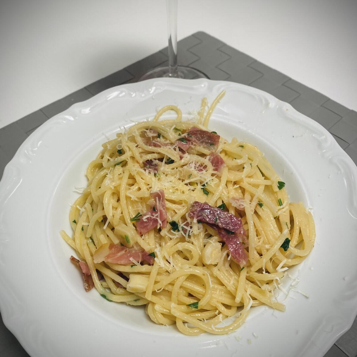 Ezen a képen: Fokhagymás-sonkás spagetti - Prosciutto e aglio
