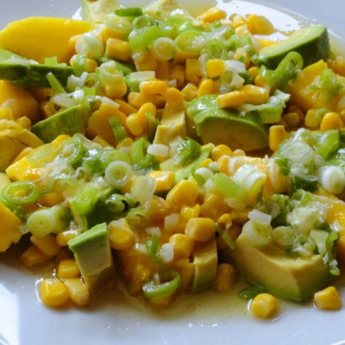 Ezen a képen: Avokádósaláta kukoricával és mangóval