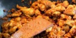 Indiai mogyorós currys csirke