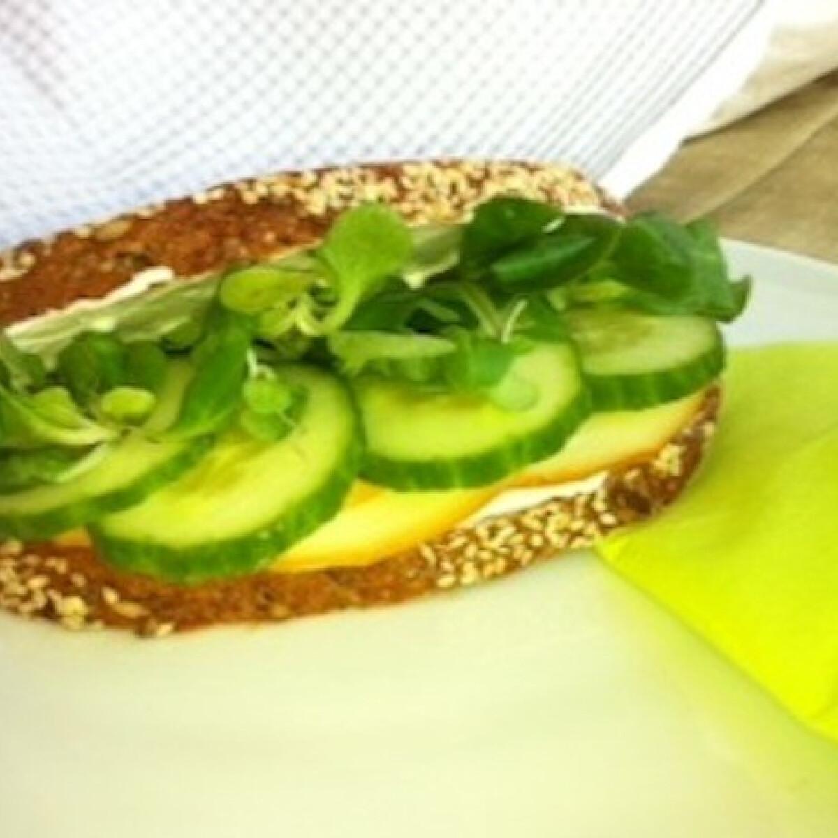 Ezen a képen: Suliszendvics sajtkrémmel