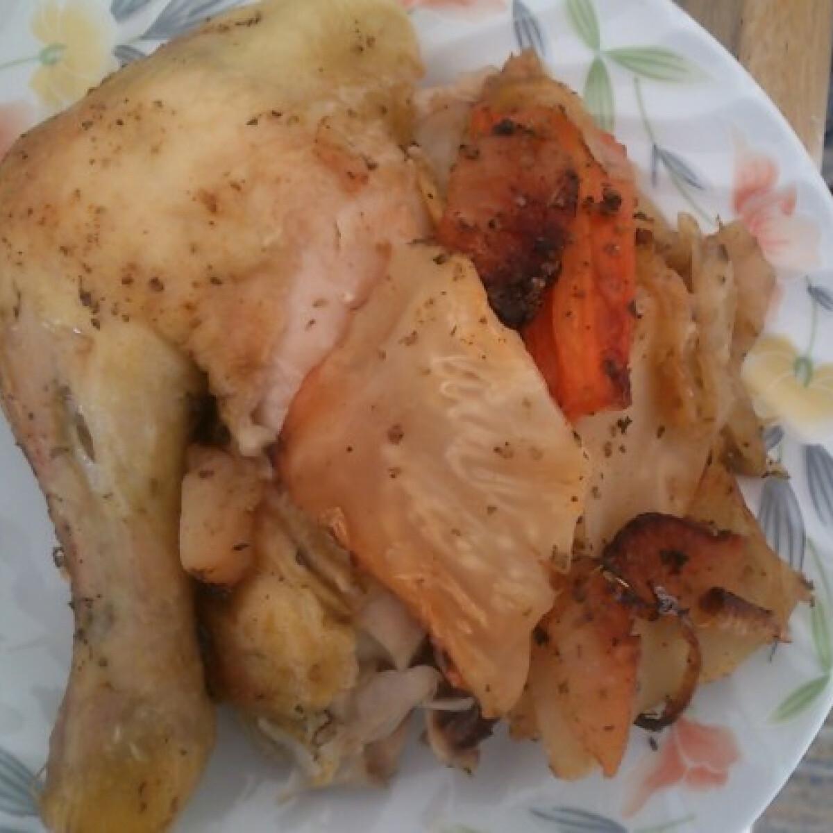 Ezen a képen: Csirke velesült zöldségekkel