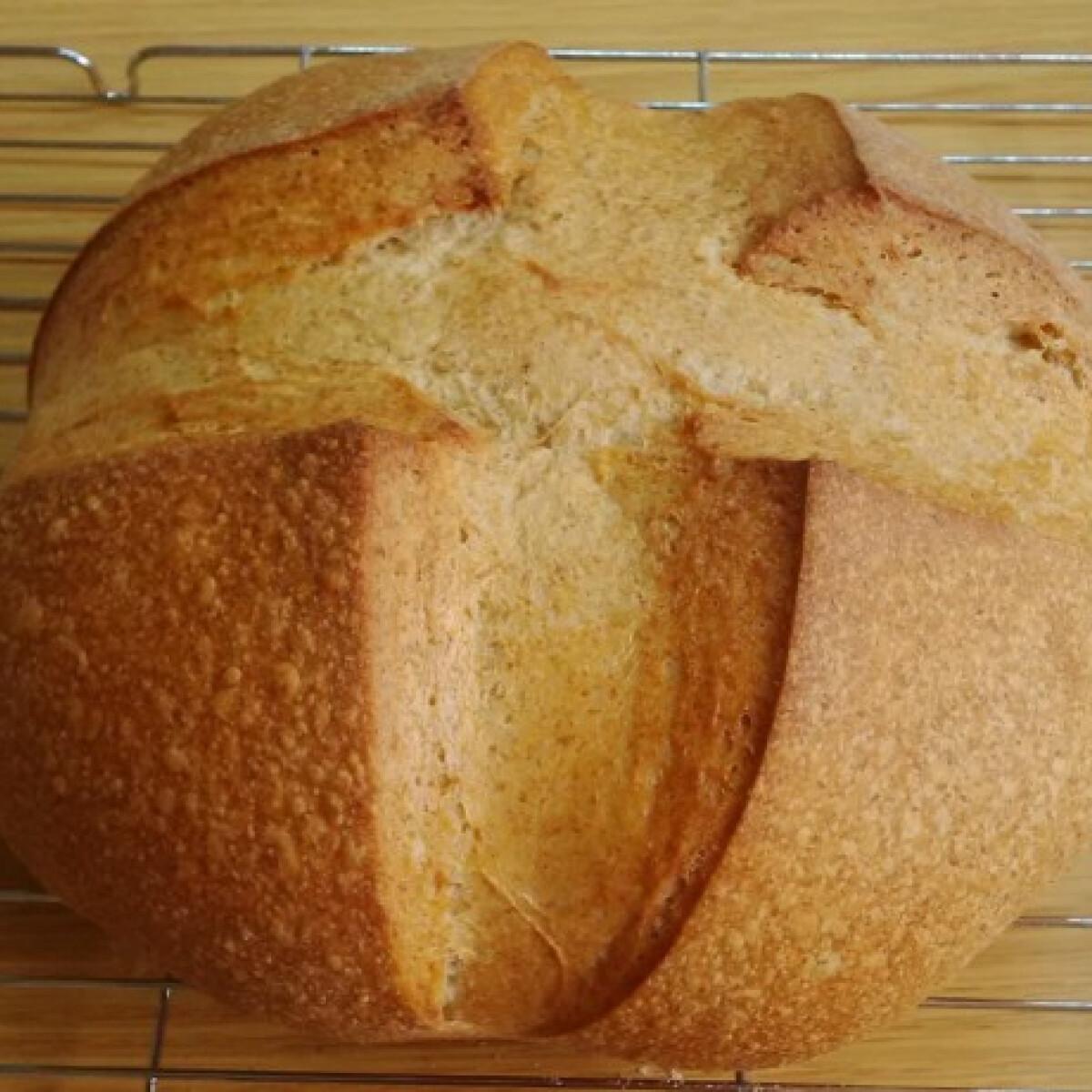 Ezen a képen: Egyszerű, puha kovászos kenyér