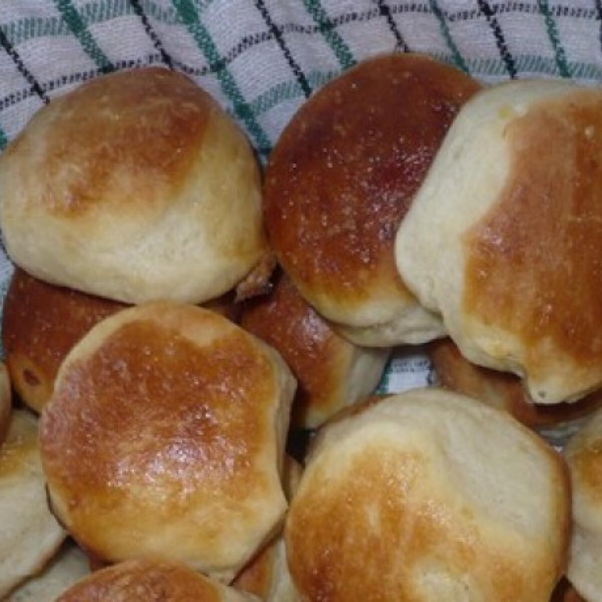 Ezen a képen: Kelt-hajtogatott krumplis pogácsa