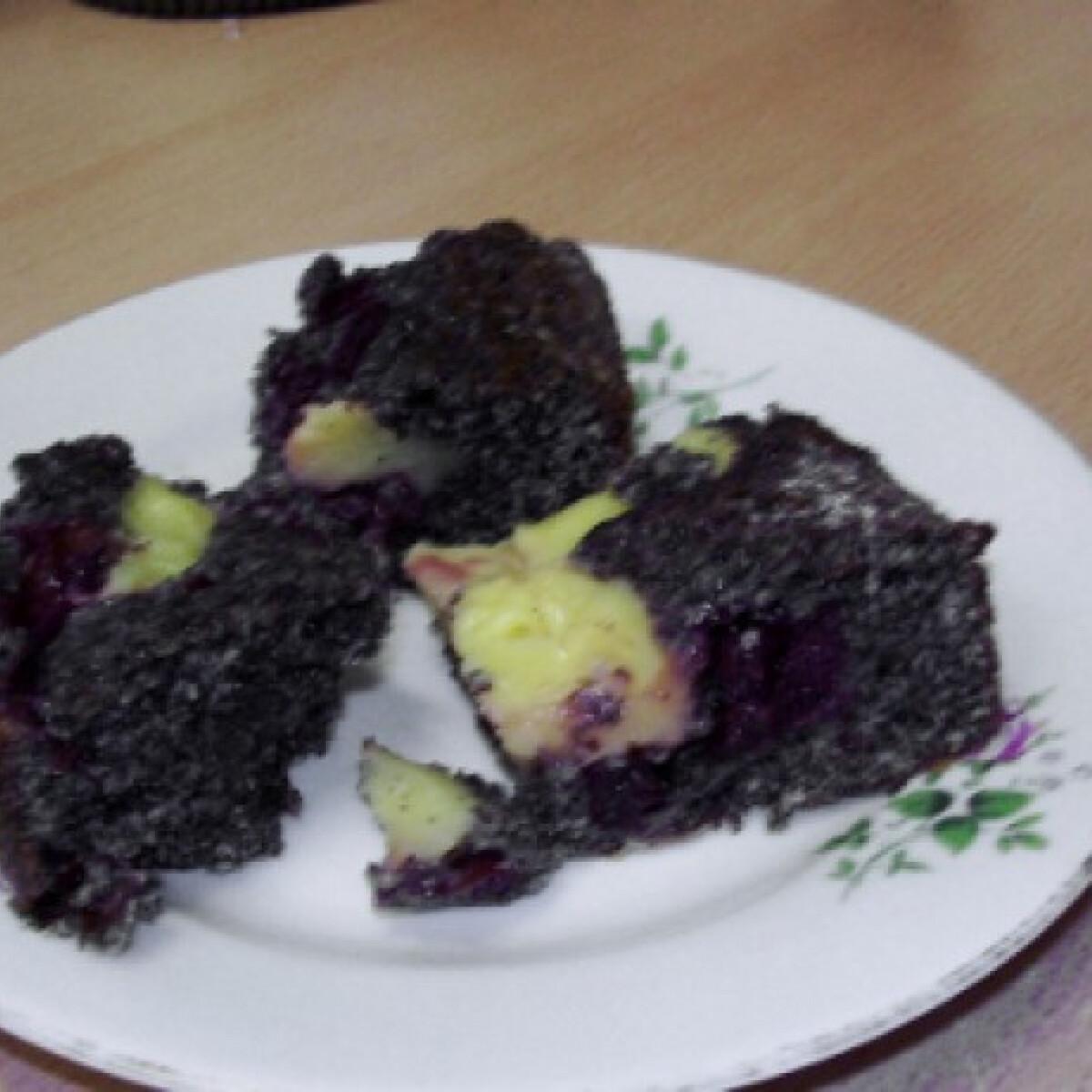 Ezen a képen: Meggyes-mákos bögrés süti