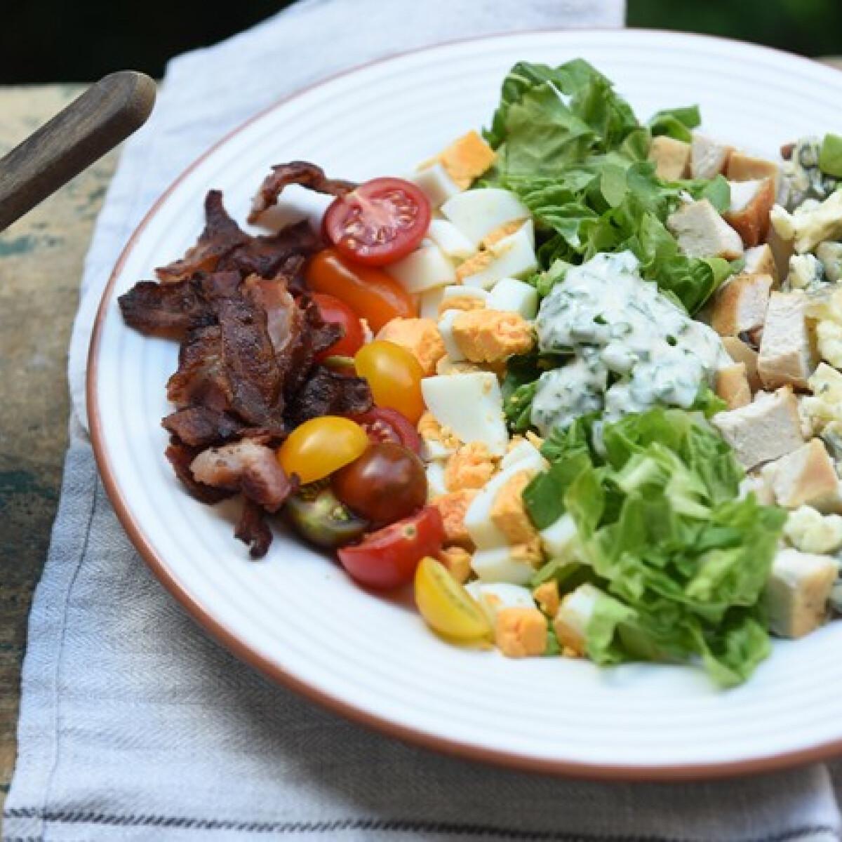 Ezen a képen: Cobb saláta Dacota konyhájából