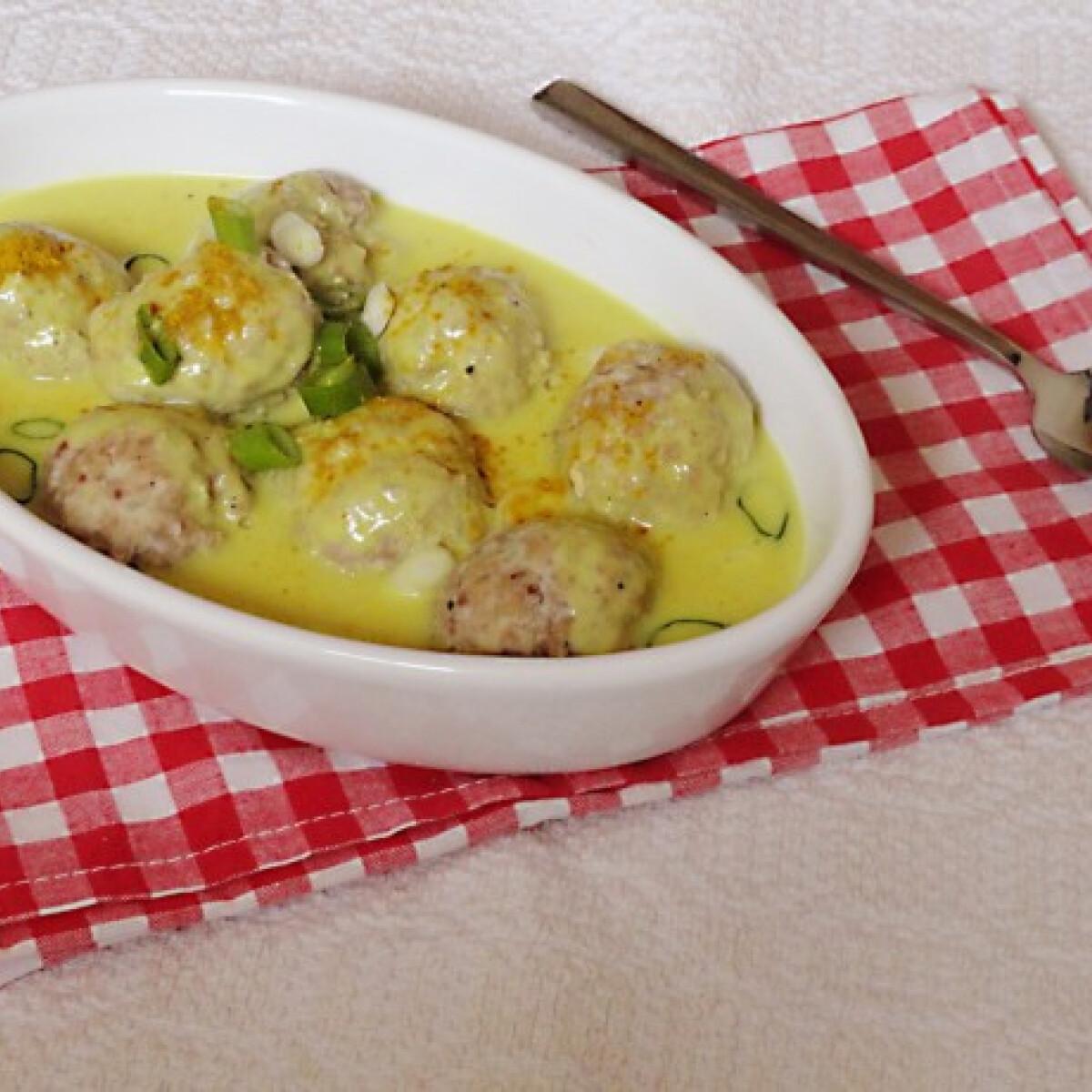 Ezen a képen: Húsgolyók curry mártásban