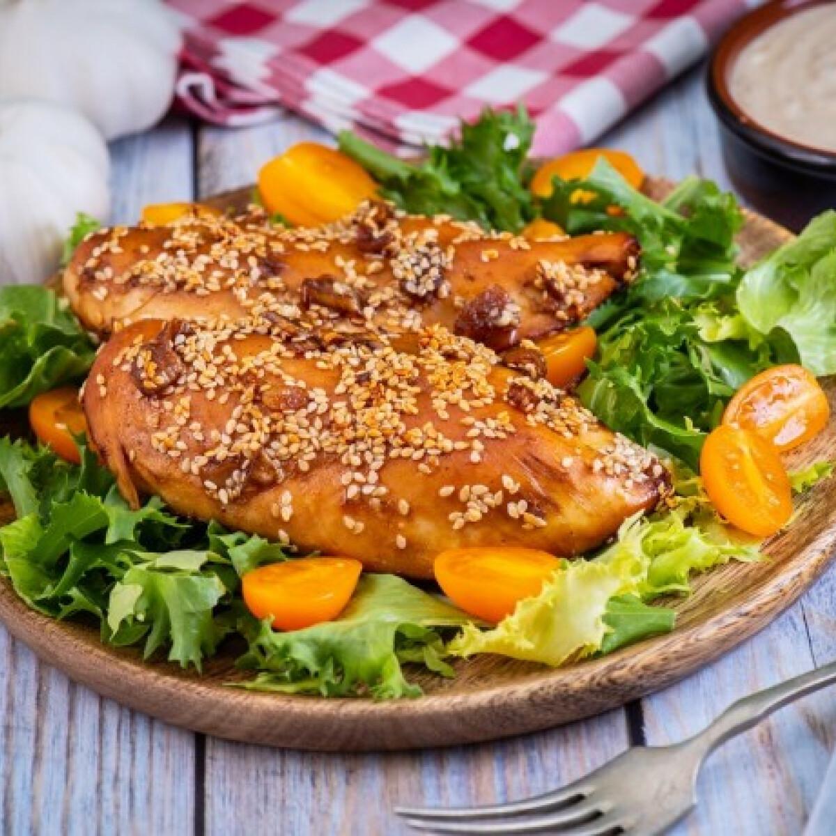 Ezen a képen: Mézes-szójás csirke