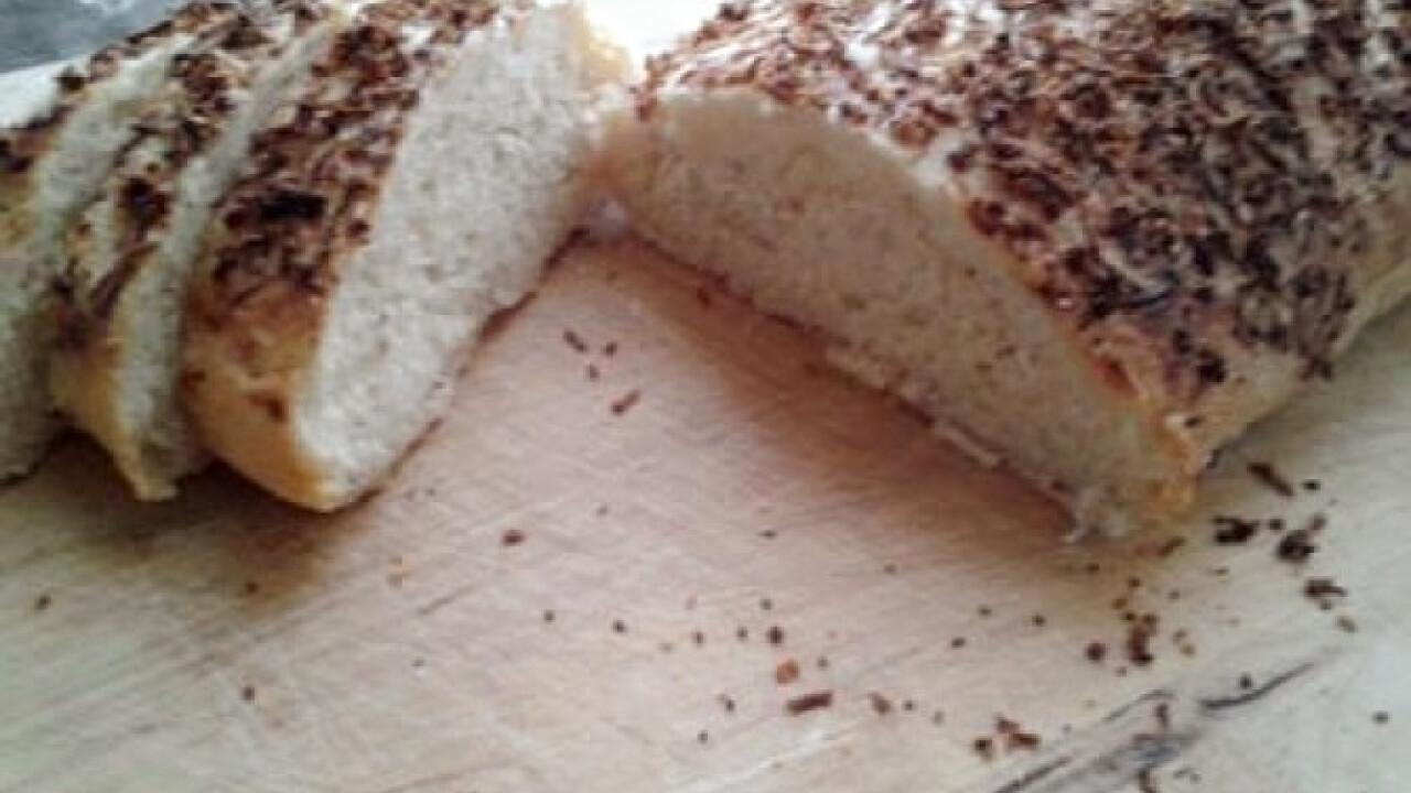 Sajttal szórt kenyér