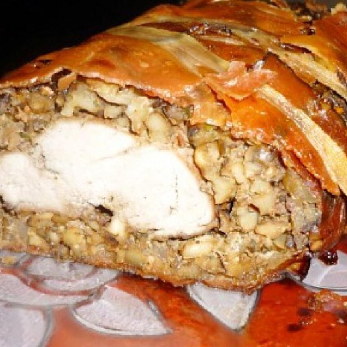 Ezen a képen: Fűszeres diós-sonkába göngyölt sertésszűz