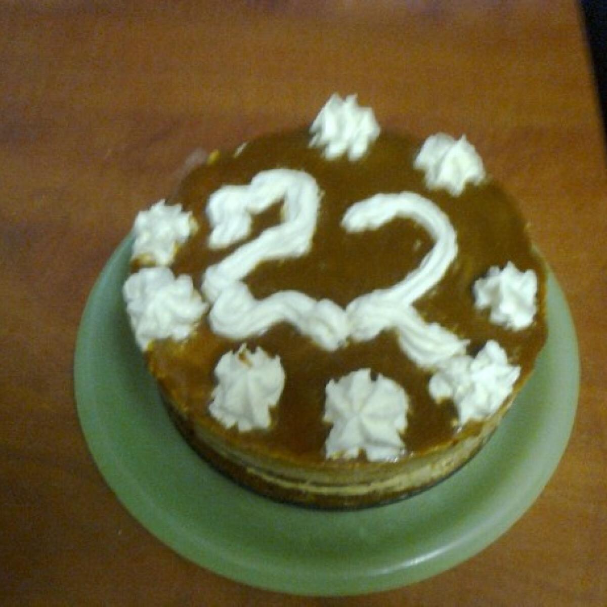 Ezen a képen: Egyszerű karamellás pudingos torta