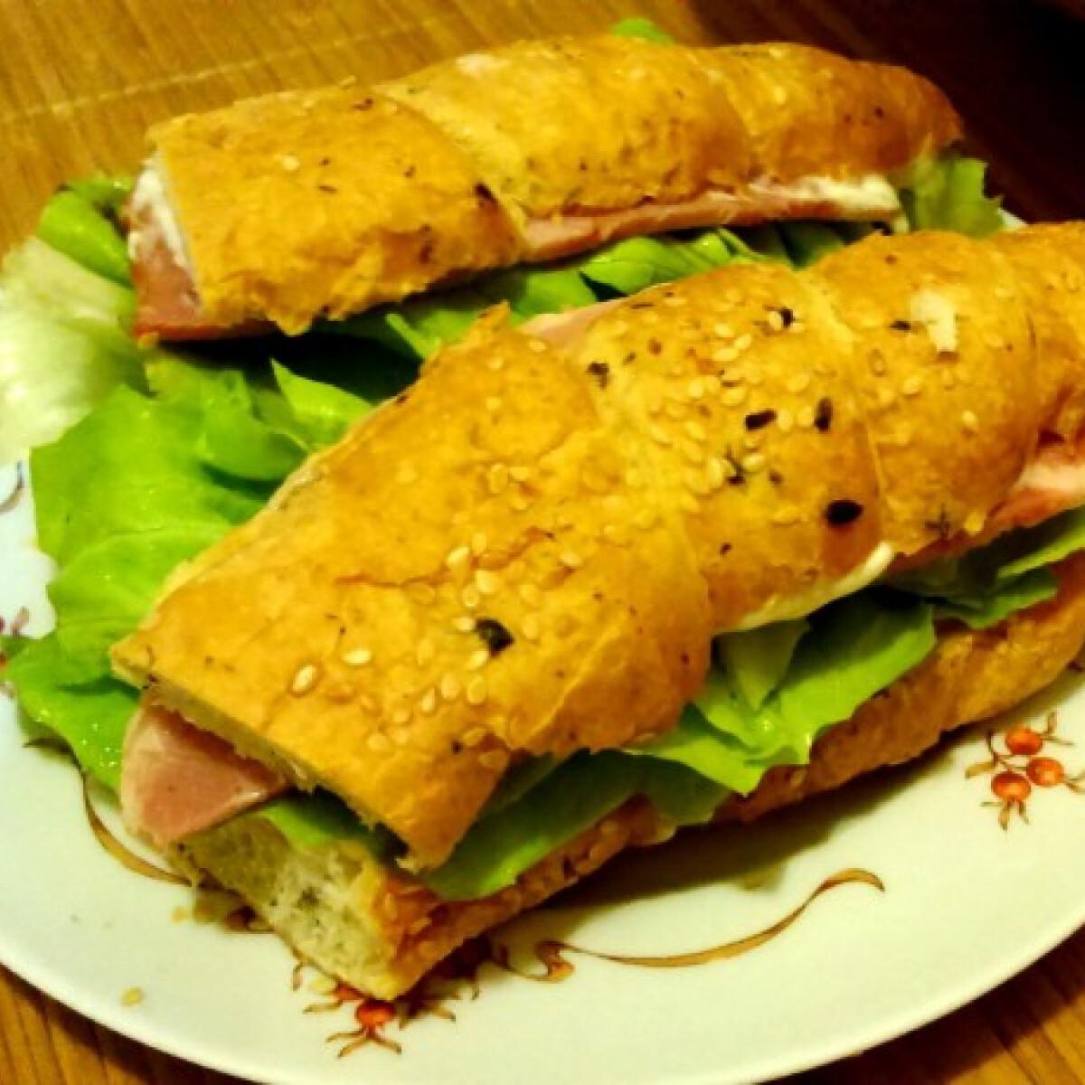 Ezen a képen: Sonkás szendvics mokiviki konyhájából