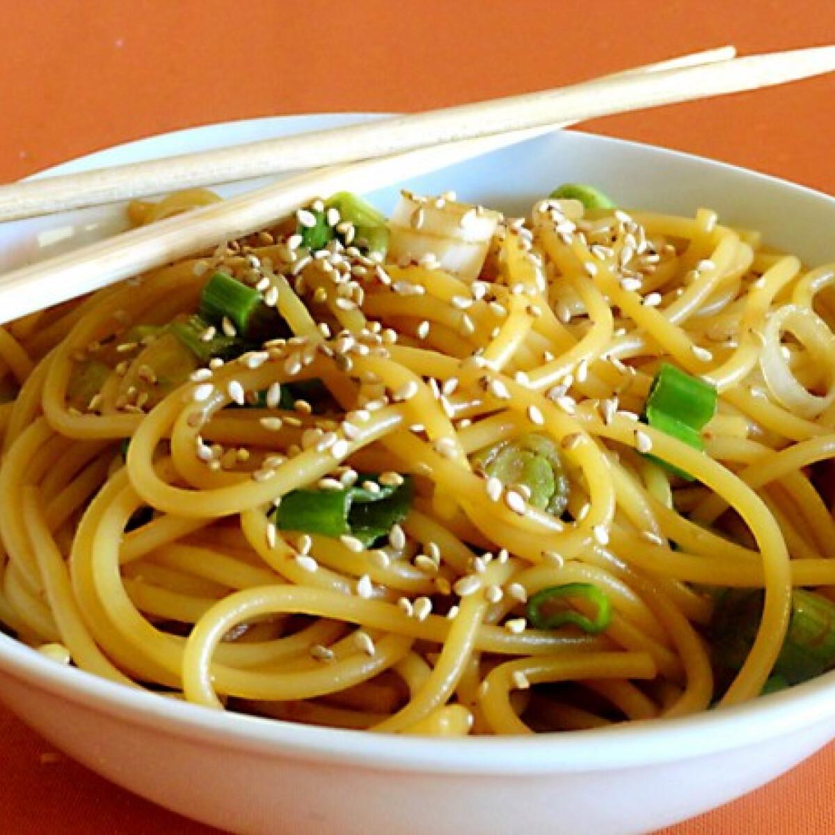 Ezen a képen: Szezámos spagetti