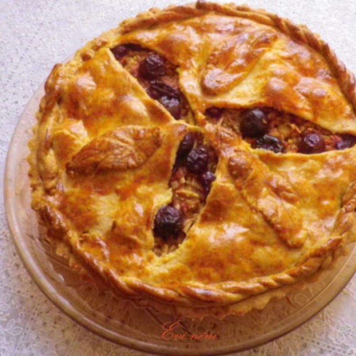Ezen a képen: Almás-meggyes pite