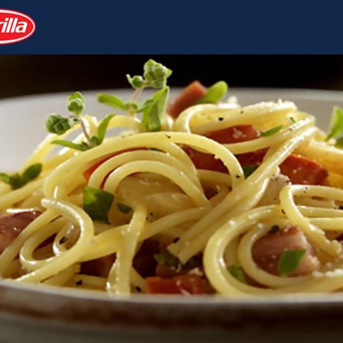 Ezen a képen: Spagetti pancettaval és pecorino sajttal