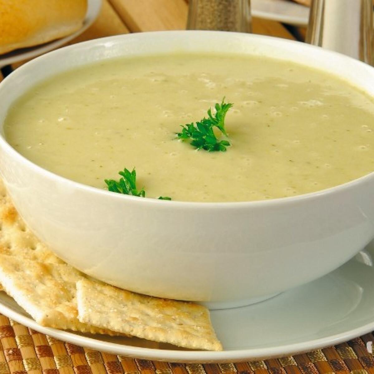 Ezen a képen: Sültzeller-leves