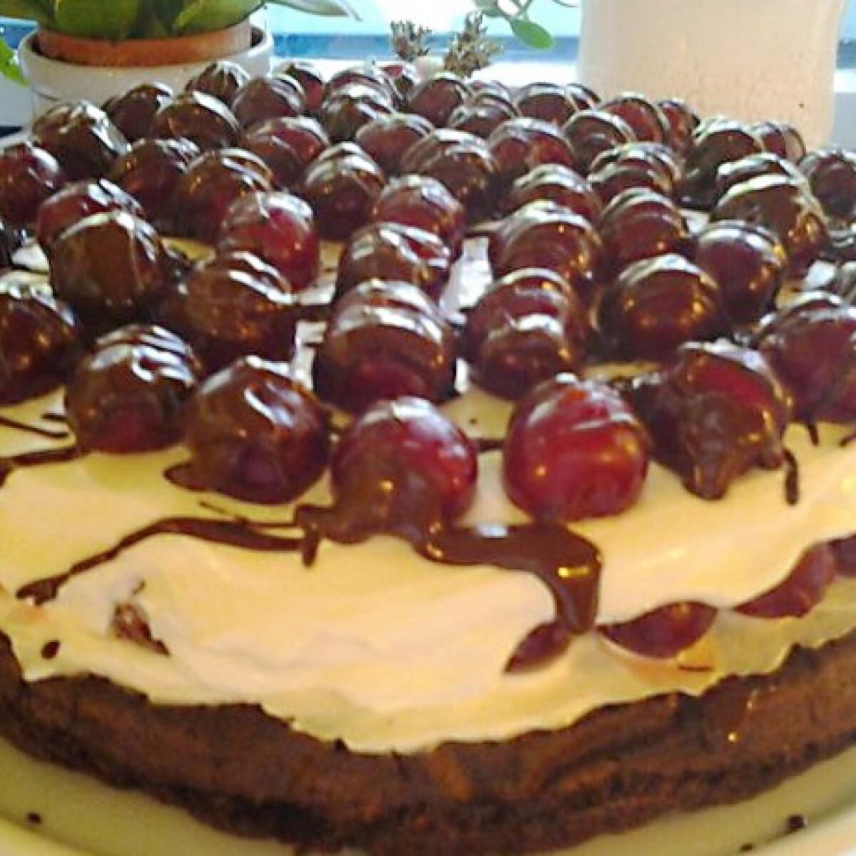 Ezen a képen: Feketeerdő-torta diétásan