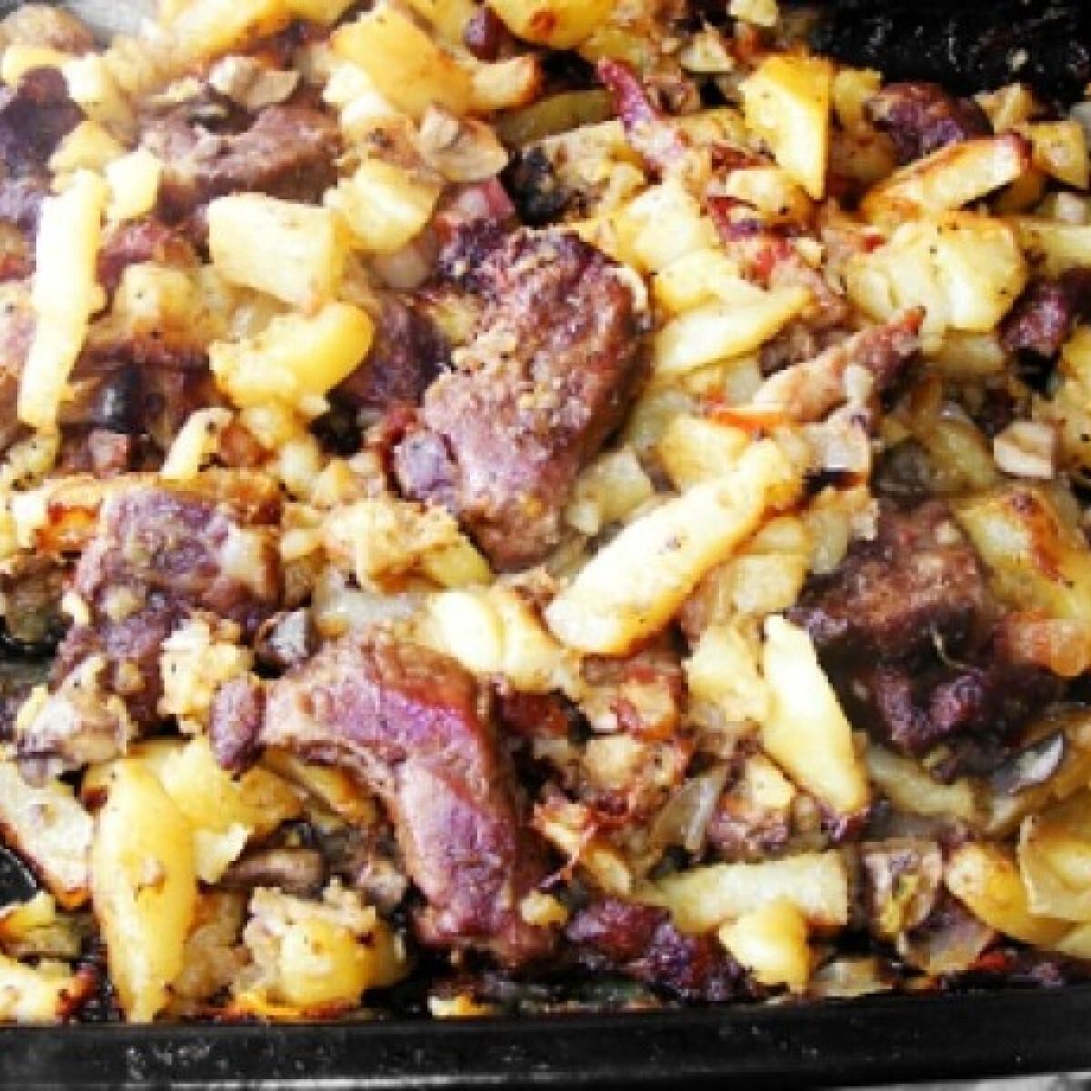 Ezen a képen: Tepsis krumpli hússal