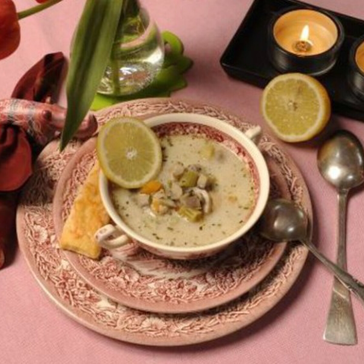 Ezen a képen: Tárkonyos gombaleves Gombagasztro konyhájából