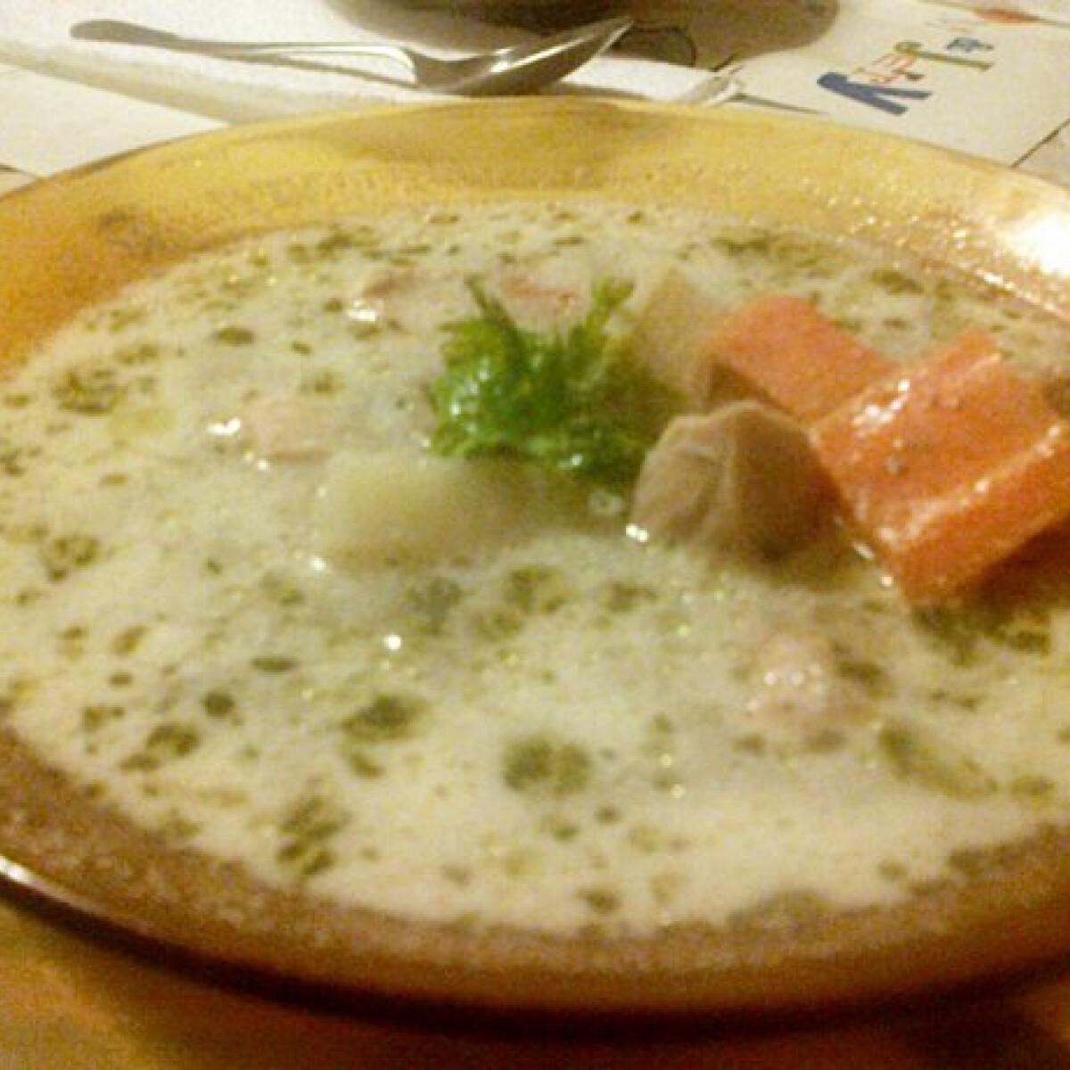 Ezen a képen: Legényfogó leves Amanda konyhájából