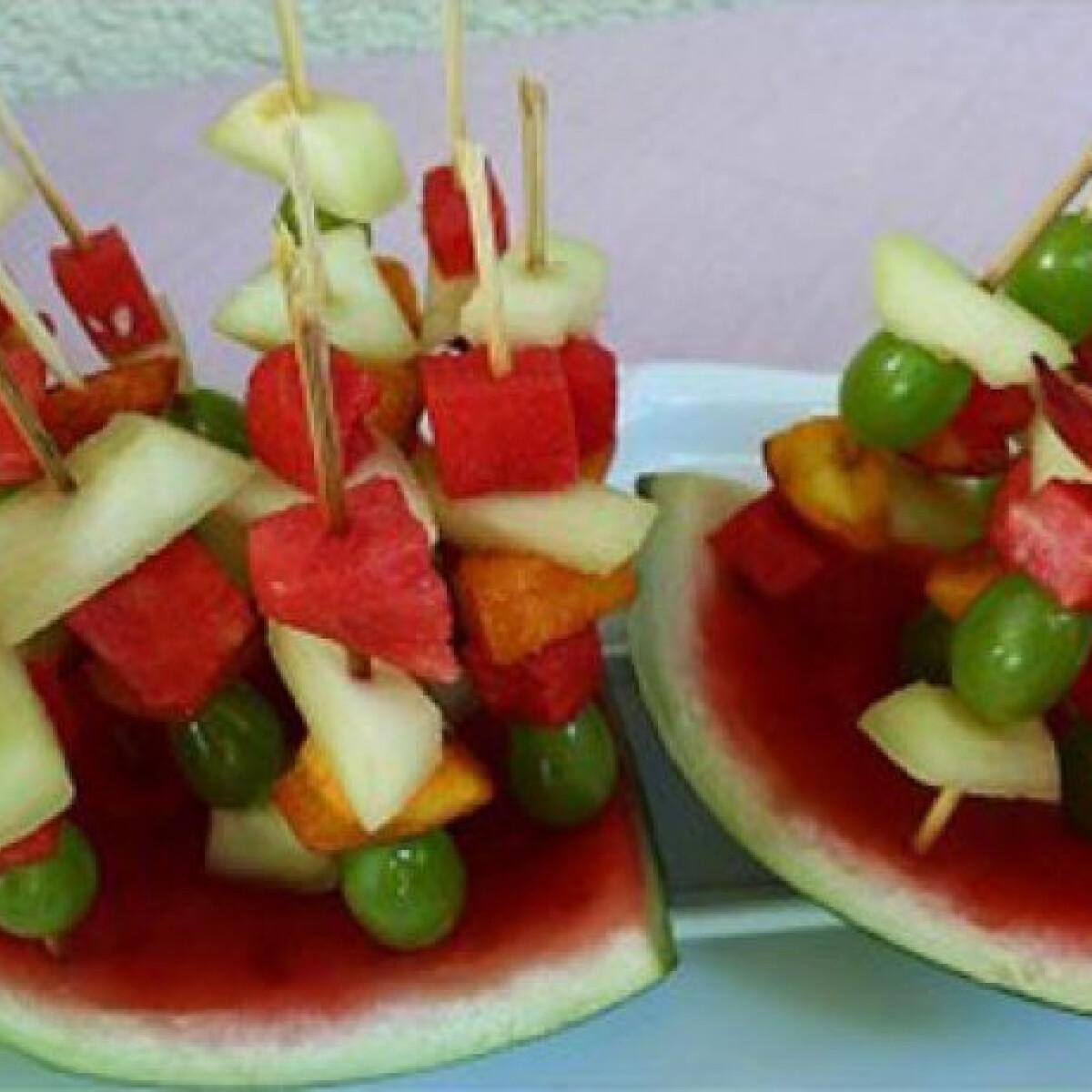 Ezen a képen: Gyümölcsnyársak