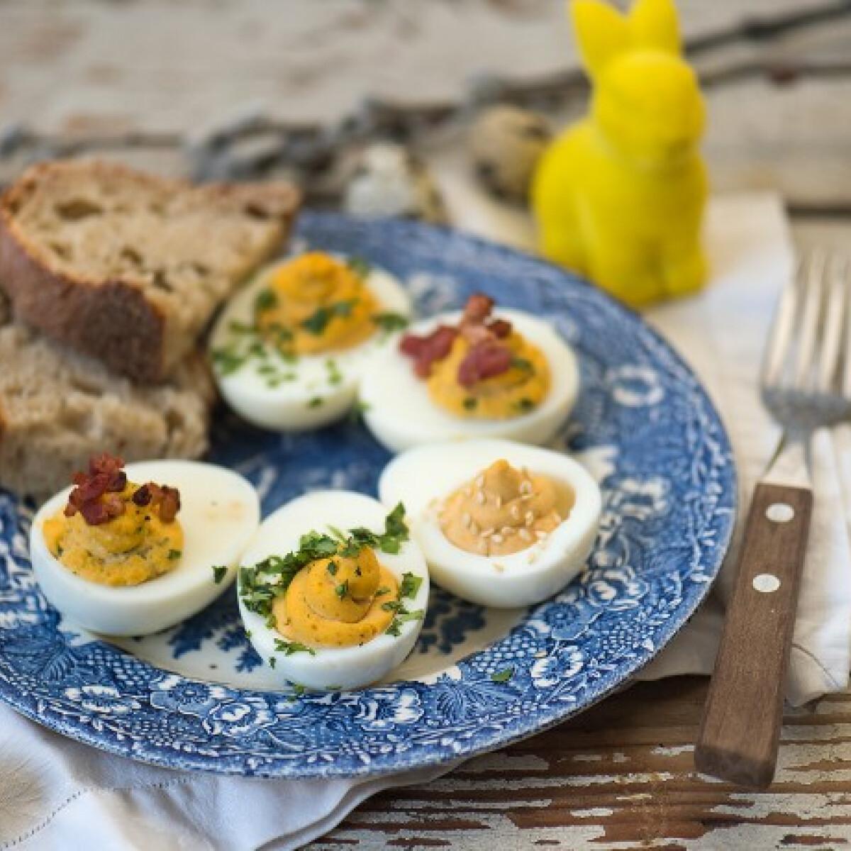 Ezen a képen: Töltött tojás három változatban