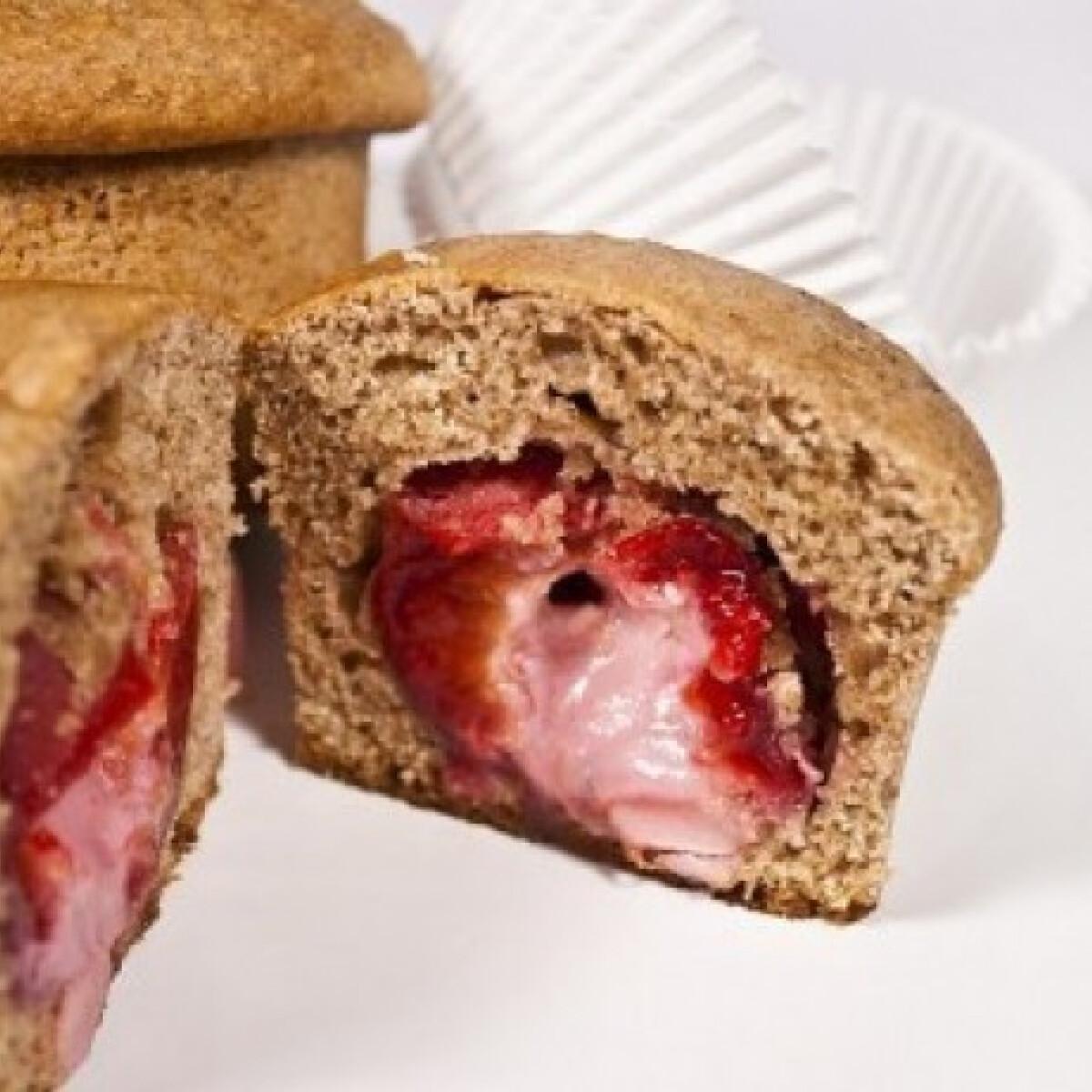 Ezen a képen: Marcipánnal töltött szilvás muffin