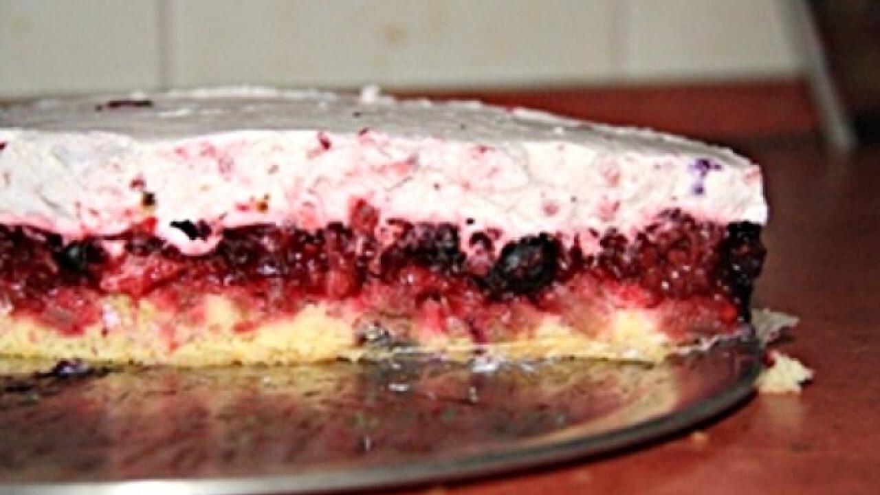 Erdei gyümölcsös torta Anyák napján