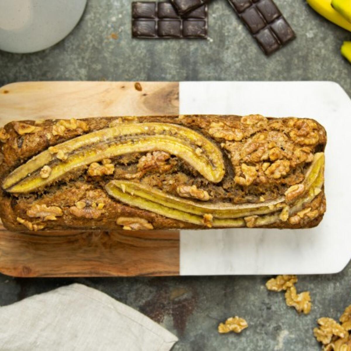 Ezen a képen: Vegán banánkenyér