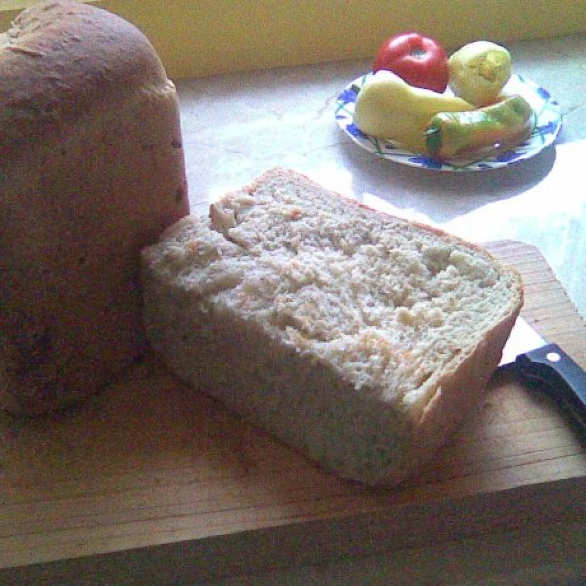 Ezen a képen: Párolt hagymás kenyér sütőgépben