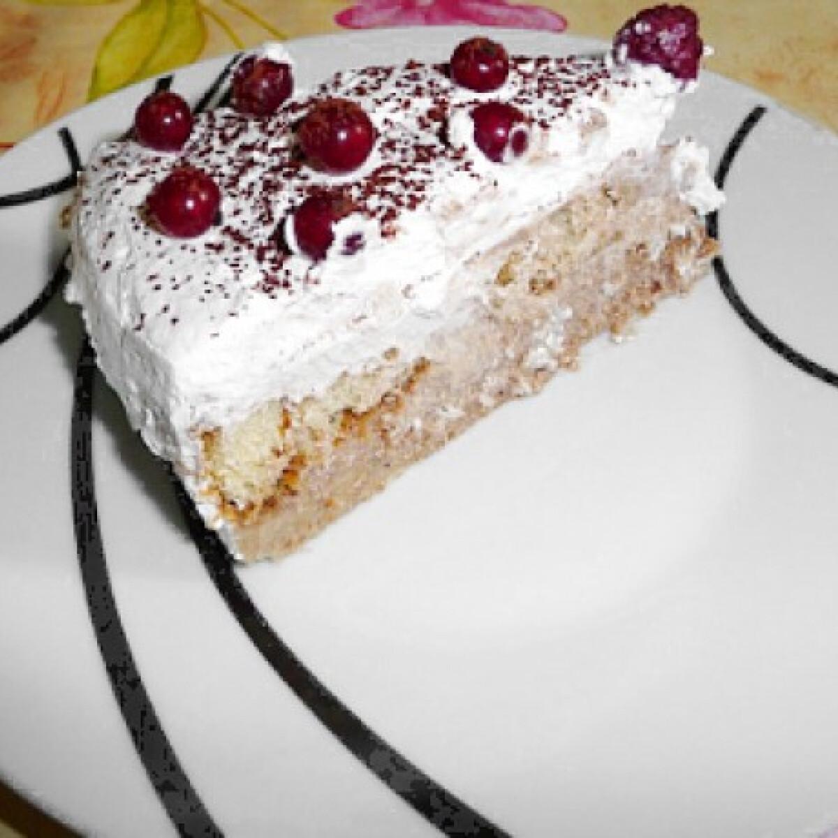 Ezen a képen: Gesztenyés-kekszes süti