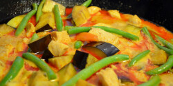 Thai vörös curry csirkével