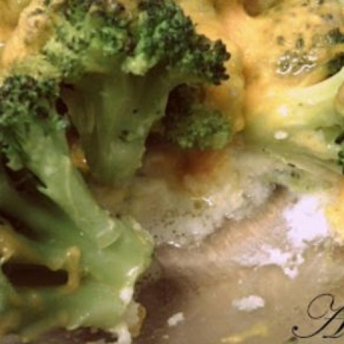 Ezen a képen: Sajtos brokkoli ahogy Nasi készíti