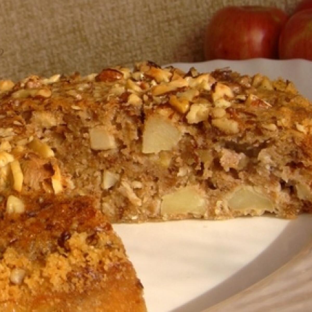 Almás-kókuszos torta pirított dióval