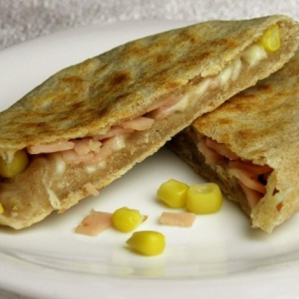 Ezen a képen: Töltött tönkölyös tortilla