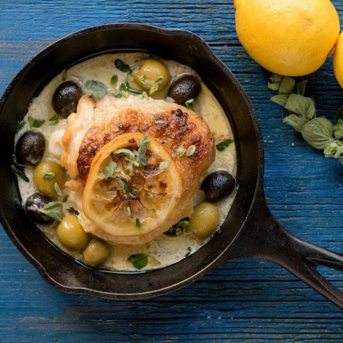 Ezen a képen: Görög citromos csirkecombok